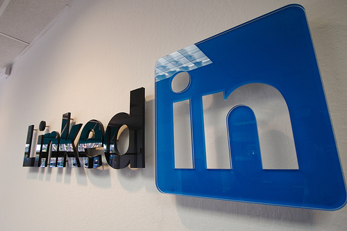 LinkedIn ora permette di incorporare i video di Youtube